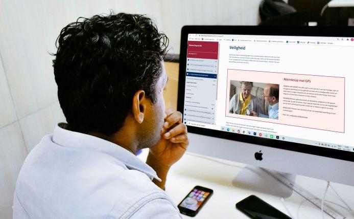 Man doet de e-learning Slimme Zorg van Nu achter de pc