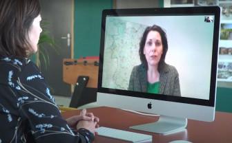 Still uit een van de video's in de serie 'beeldbellen in de zorg'
