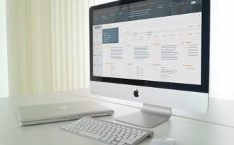 Desktop computer op bureau van huisarts