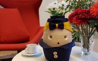 Tinybot robot Tessa op tafel