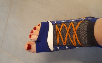 Voorbeeld van voet met anti-slipsokken, zwemsokken aan