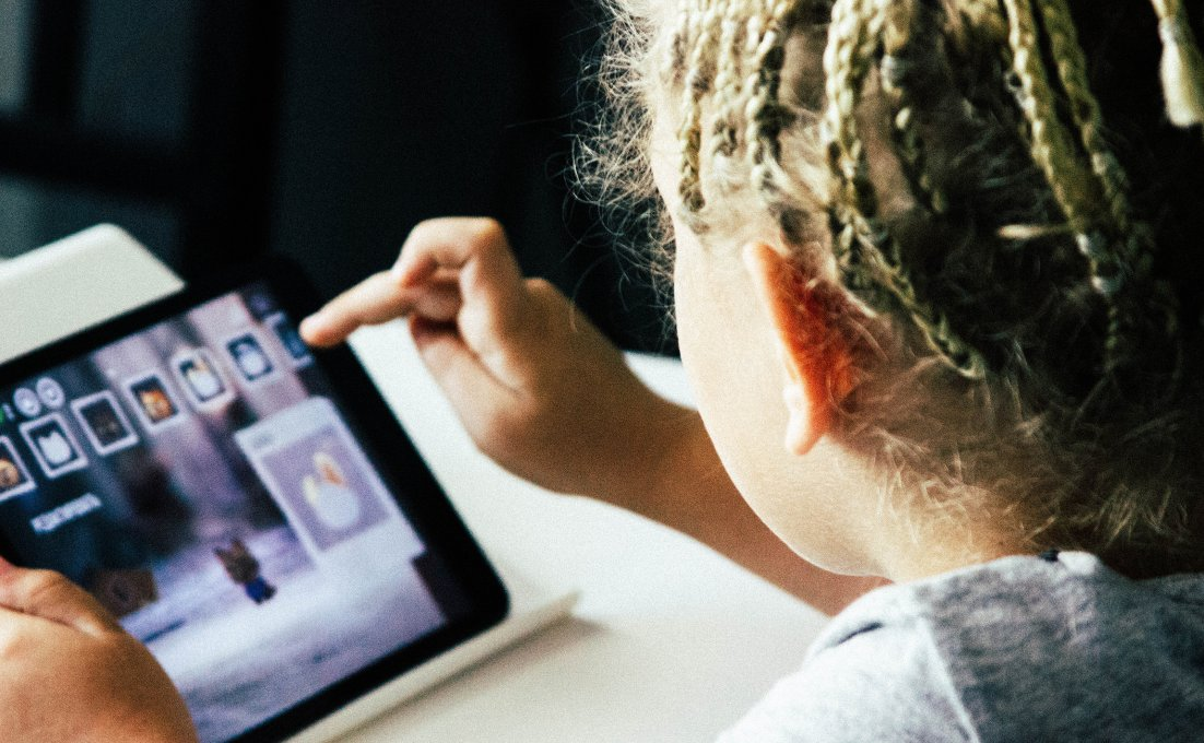 kind dat op tablet diabetes apps selecteert